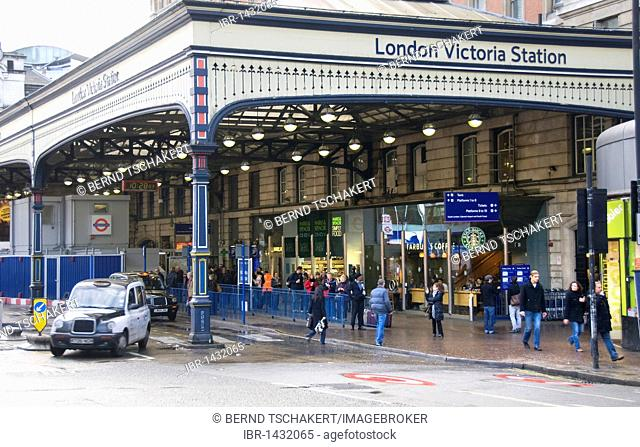 Victoria Station, travelers, taxi, London, England, United Kingdom, Europe