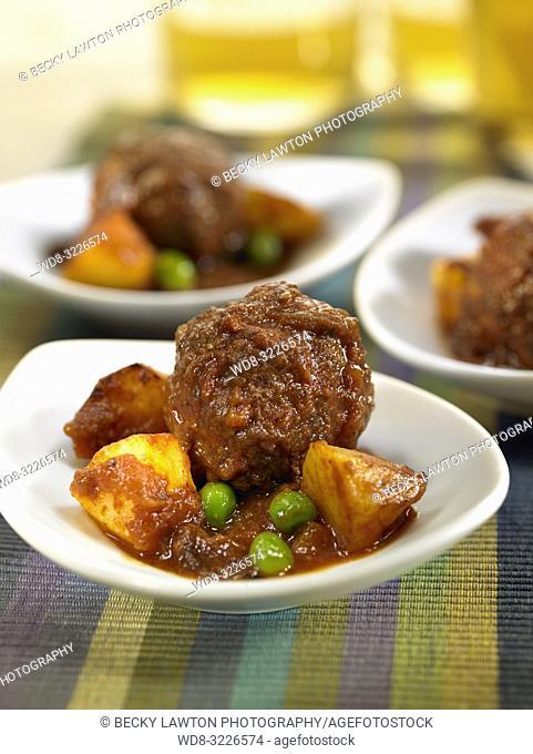 cazuelita de albondigas de carne / meatballs