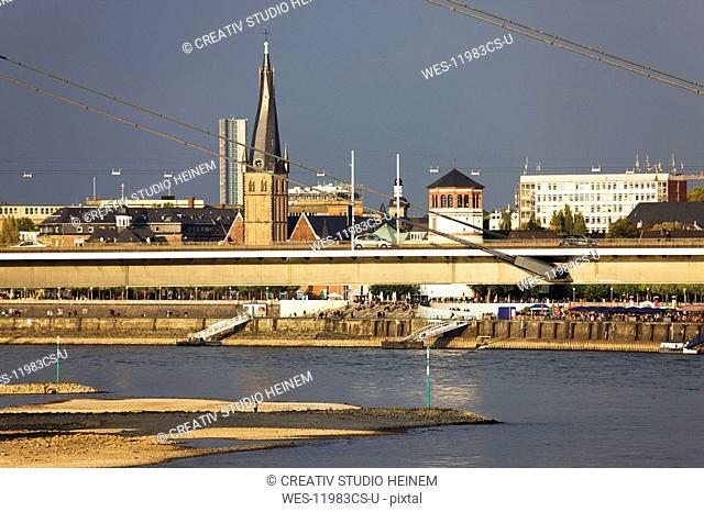 Germany, North Rhine Westphalia, D¸sseldorf, View over old town of D¸sseldorf