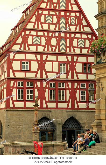 Germany, Bavaria, Rothenburg ob der Tauber, Marktplatz, typical architecture, people