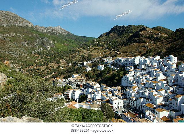 Casares is a tipical white village near Costa del Sol. It seem like a treasure shinning under the strong Andalucian sun