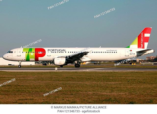 Lisbon, Portugal - 24. February 2012: TAP Portugal Airbus A321 at Lisbon airport (LIS) in Portugal. | usage worldwide. - Lissabon/Portugal