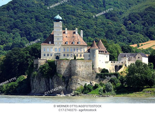 Austria, Lower Austria, A-Schoenbuehel-Aggsbach, Danube, Wachau, Mostviertel, Dunkelsteinerwald, A-Schoenbuehel an der Donau, Schoenbuehel Castle on a rock