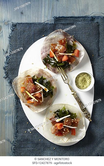 Tuna poke bowls in three mussel shells
