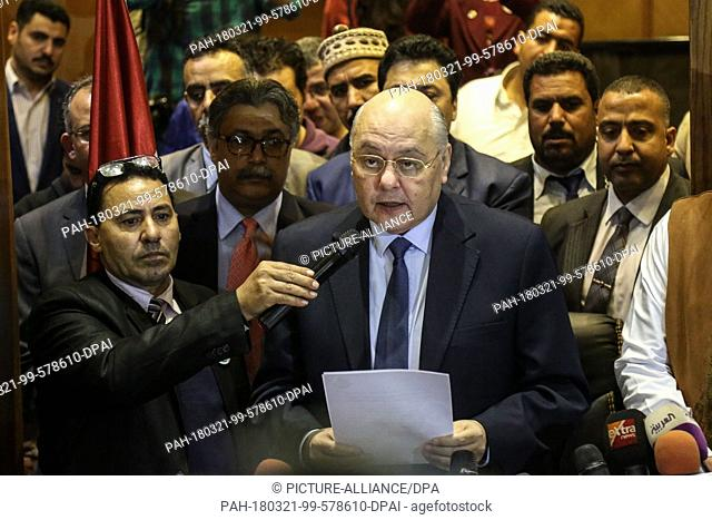 dpatop - Egyptian Presidential candidate and leader of El-Ghad Party Moussa Mostafa Moussa (C) speaks during a press conference at the party's headquarters in...
