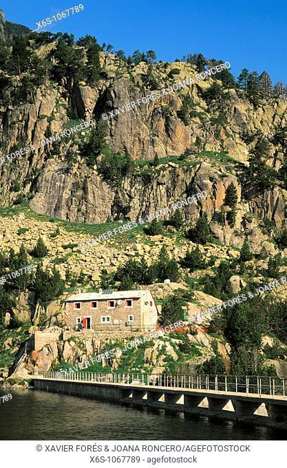 Mountain hut of Colomèrs, Aran Valley, Lleida, Spain / Refugio de Colomèrs, Vall d'Aran, Lleida, España