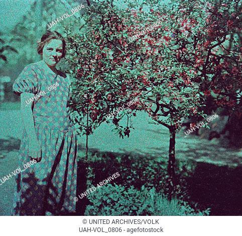 Frühe Farbaufnahme von einem Besuch in den Botanischen Gärten der Flora in Köln, Deutschland 1910er Jahre. Early colour photography of a visit in the Flora...