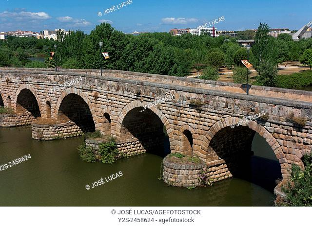 Roman bridge over the Guadiana river, Merida, Badajoz province, Region of Extremadura, Spain, Europe