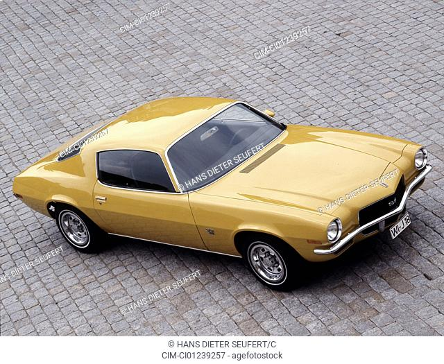 Car, Chevrolet Camaro, model year 1968, sports car, vintage car, old car, 1960s, sixties, yellow, standing, diagonal front, oben, front view