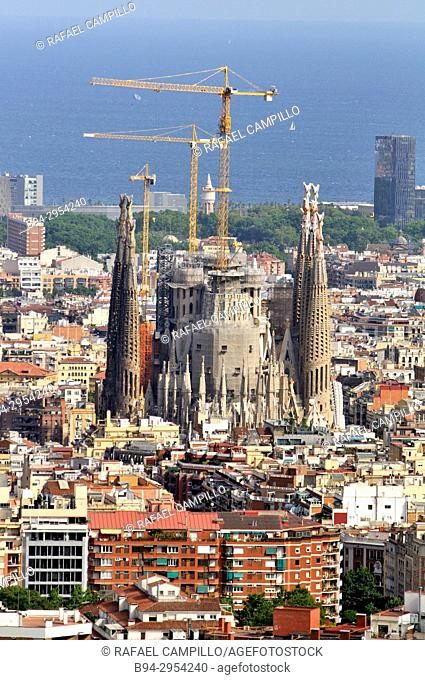 Overview of Barcelona from Turó del Carmel with the Temple of the Sagrada Familia under construction. Catalonia. Spain