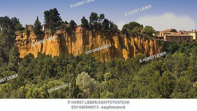 The ocher rocks of Roussillon. Vaucluse, Provence, France