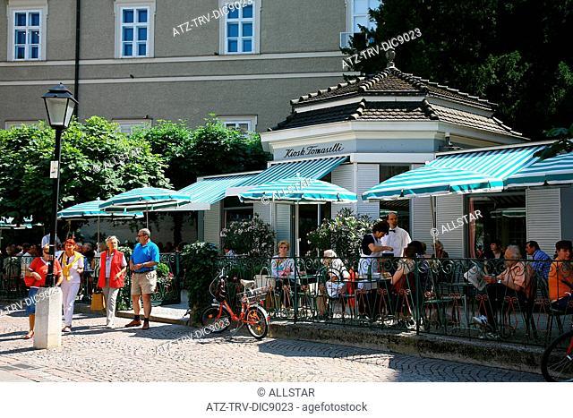 STREET CAFE ON TOP ALTER MARKT; SALZBURG, AUSTRIA; 28/06/2008