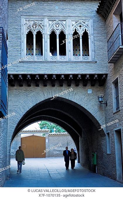 Zaragoza, Aragón, Spain: House and arch Deán