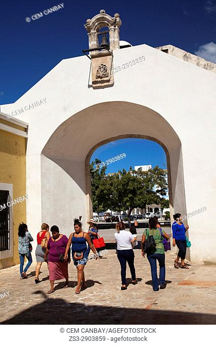 People in front of the sea gate-Puerta de Mar, part of the historic fort at the center of Campeche, Campeche, Yucatan, Mexico, Central America