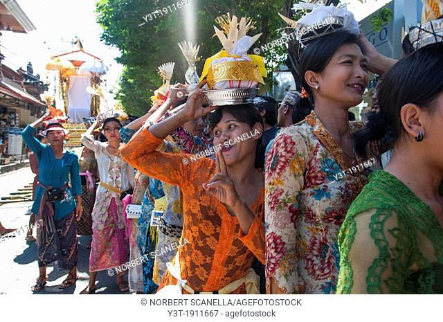 Asia, South-East Asia, Indonesia, Bali, Kuta. Young women during the cremation ceremony