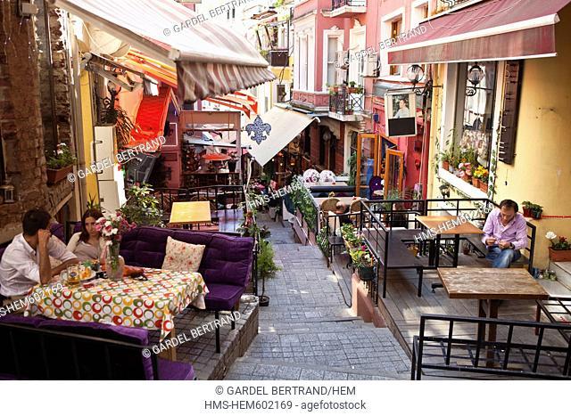 Turkey, Istanbul, Beyoglu, Taksim district, former tramway in the shopping street Istiklal Caddesi