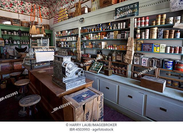 Old shop, Virginia City, former gold mining town, Montana Province, USA