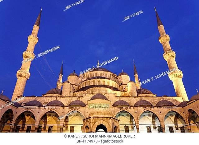 Blue Mosque, Sultan Ahmet Camii, view from the forecourt, Sultanahmet, Istanbul, Turkey