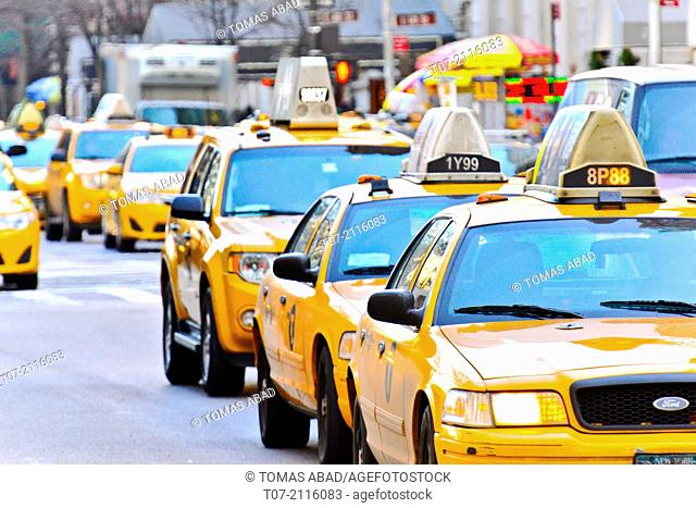 Morning Rush Hour, Mass Transit on 5th Avenue, Upper East Side, 59th Street, Midtown Manhattan, New York City, USA