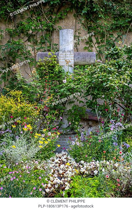 Family grave of Suzanne Butler / Suzanne Hoschedé, favorite model of Claude Monet at the église Sainte-Radegonde churchyard, Giverny, Normandy, France