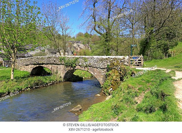 Viators Bridge over the River Dove in Milldale, Dovedale, Peak District National Park, Derbyshire, Staffordshire, England, UK
