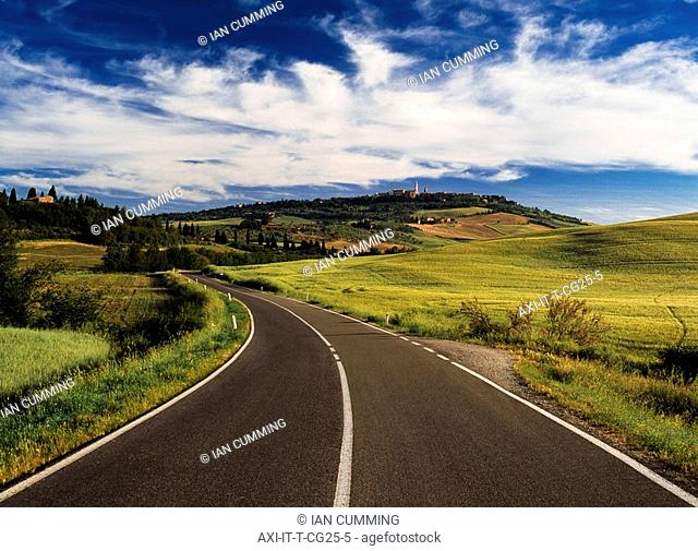 Road leading to village of Pienza
