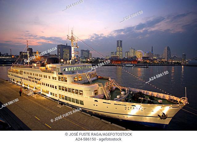 Cruise ship. Yokohama, Japan