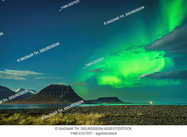 Northern lights over Mt. Kirkjufell, Grundarfjordur, Snaefellsnes Peninsula, Iceland