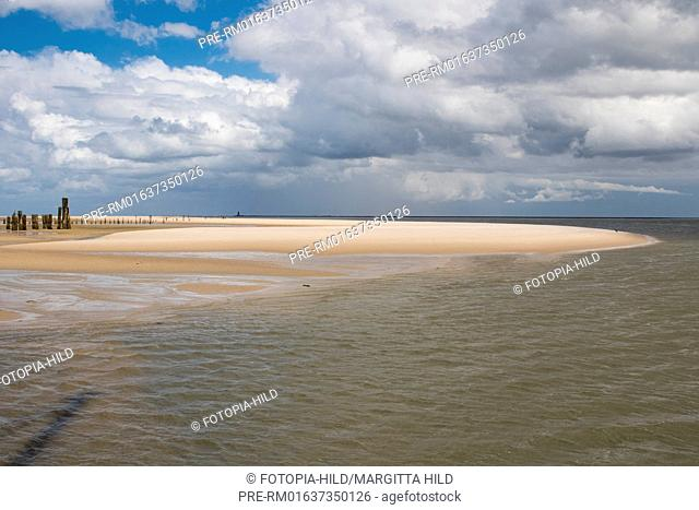 East Wangerooge with lighthouse Minsener Oog Buhne A in background, Friesland district, Lower Saxony, North Sea, Germany