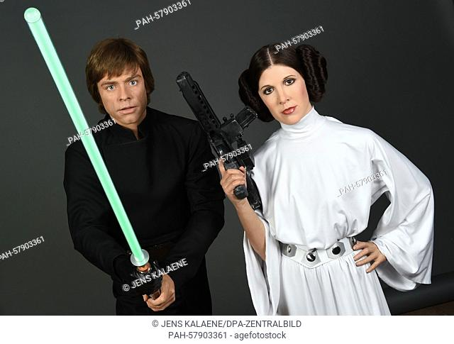 dpa-exclusive: The wax figures of Princess Leia (R) and Luke Skywalker of 'Star Wars' are ready for transport to the exhibition in the Berlin wax museum after...