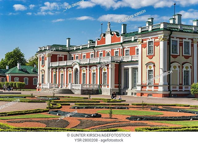 Kadriorg Palace was built between 1718 and 1725 in the Petrine Baroque style by Peter the Great. The architects were Nicola Michettis