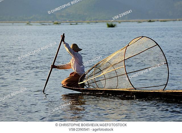 Myanmar, Shan State, Inle Lake, Intha fisherman