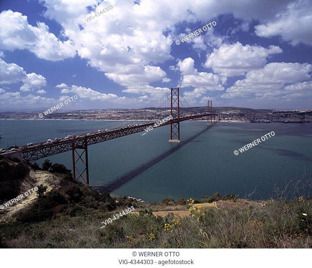 Portugal, P-Lissabon, Bruecke des 25. April, Tejo-Bruecke, Haengebruecke Portugal, P-Lisbon, Ponte 25 de Abril, Tejo Bridge, suspension bridge - Lissabon