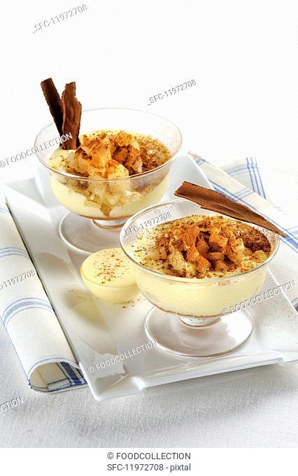 Tiramisu with pears and cinnamon