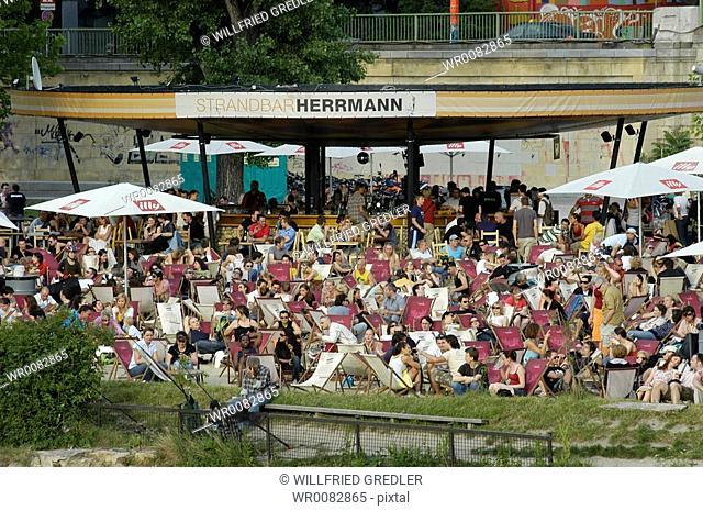 beach bar Hermann at the Danube channel