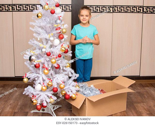 Seven-year girl shoots with a Christmas tree ornaments