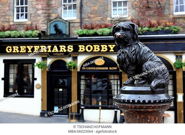 Scotland, Edinburgh, Old Town, Scottish Pub, life-size statue of Greyfriars Bobby, Monument of the faithful dog in front of the same-named Pub