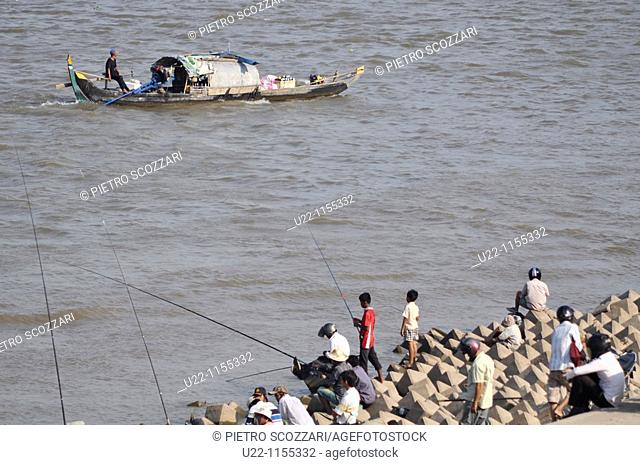 Phnom Penh (Cambodia): men fishing by the Sisowath Quay, at the confluence of the Tonlé Sap, Mekong, and Bassac rivers