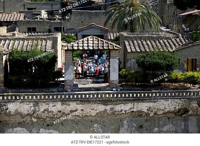 ANCIENT ROMAN STREETS & BUILDINGS; HERCULANEUM, ITALY; 18/09/2011