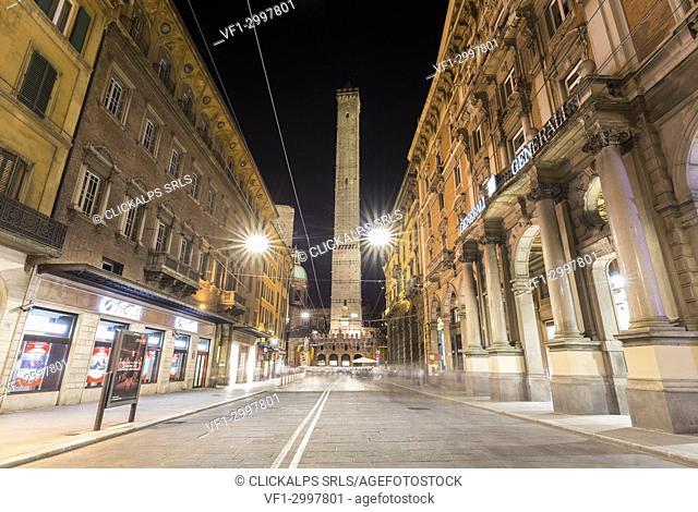 View of the Torre degli Asinelli from via Rizzoli at night. Bologna, Emilia Romagna, Italy