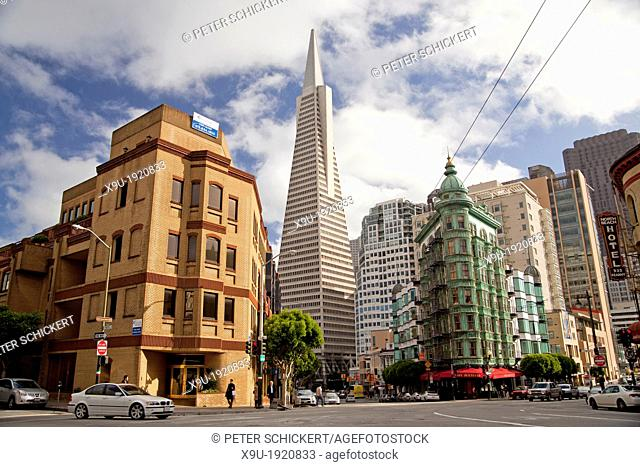 Transamerica Pyramid, historic Sentinel Building with Cafe Zoetrope and Columbus Avenue in San Francisco, California, United States of America, USA