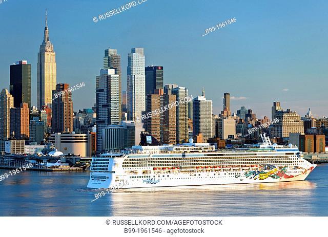 Norwegian Cruise Line Ship Midtown Skyline Hudson River Manhattan New York City Usa