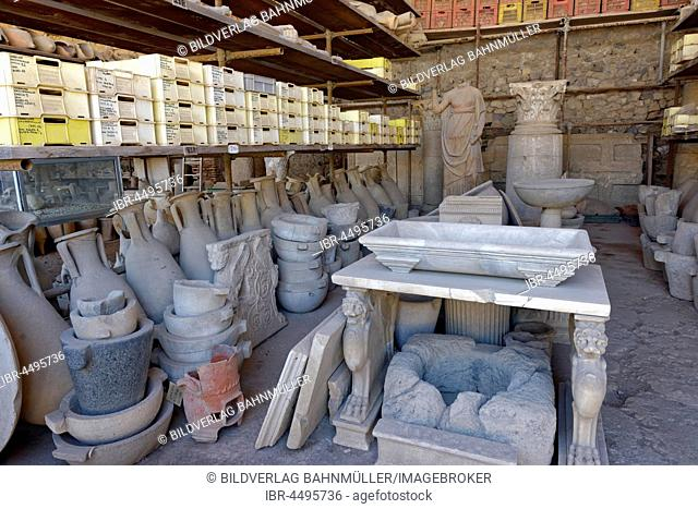 Storage room with archaeological pieces, archaeological findings, Granai del Foro, granaries, ancient city, Pompeii, Campania, Italy
