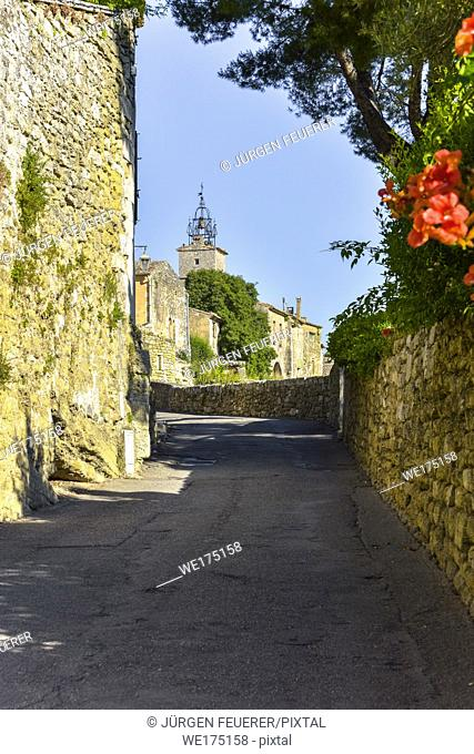 old village of the Provence, Ménerbes situated on a hill, France, member of the association most beautiful villages of France, department Vaucluse