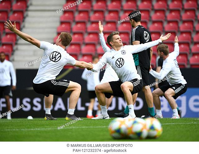 Marcel Halstenberg (Germany) and Matthias Ginter (Germany). GES / football / final training of the German national football team in Mainz, 10.06