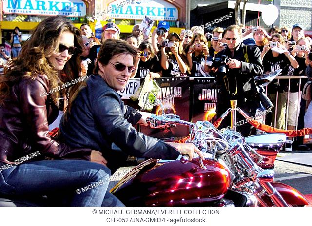 Tom Cruise, Katie Holmes at arrivals for War of the Worlds Premiere, Grauman's Chinese Theatre, Los Angeles, CA, Monday, June 27, 2005
