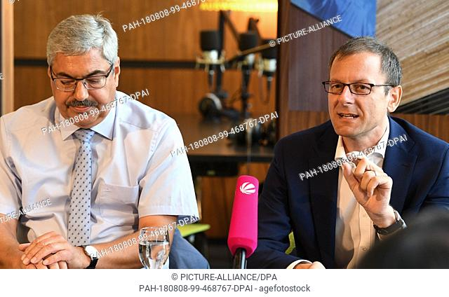 08 August 2018, Germany, Bremerhaven: Martin Günthner (SPD,r), Senator for Economics, Labour and Ports, Bremen, speaks at a press conference on the future of...