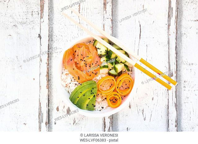Sushi-Bowl with salmon, cucumber, avocado, rice and carrot