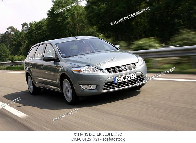 Ford Mondeo 2.5 Turnier, model year 2007-, silver, driving, diagonal from the front, frontal view, Highway