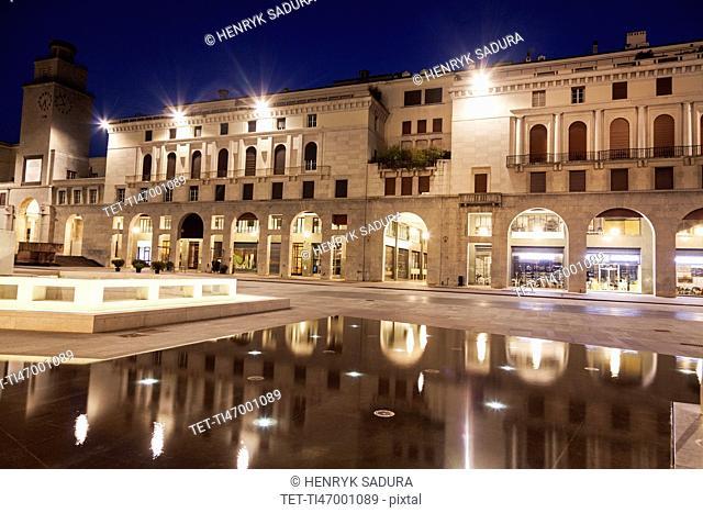 Piazza della Victoria at night